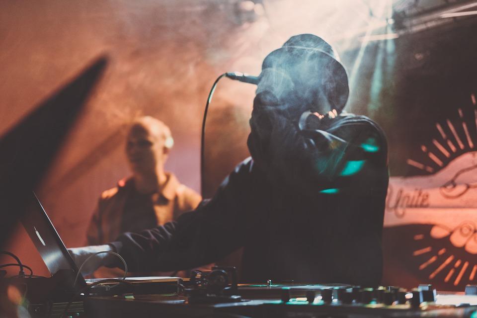 Denon DJ – jaki oferuje sprzęt dla DJ-a